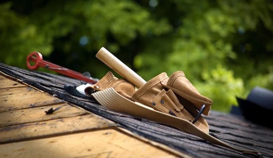 Tools belt on the roof